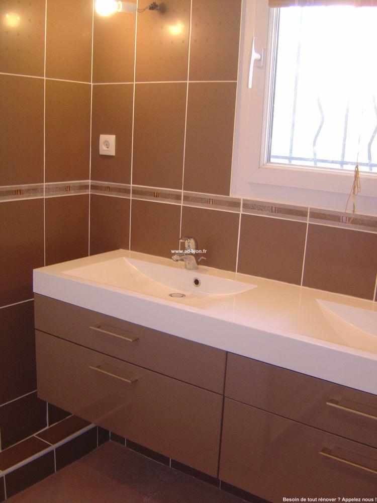 un meuble suspendu pour am nager une salle de bain. Black Bedroom Furniture Sets. Home Design Ideas