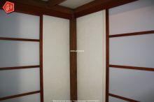 une cloison de s paration entre une chambre et le passage du couloir. Black Bedroom Furniture Sets. Home Design Ideas