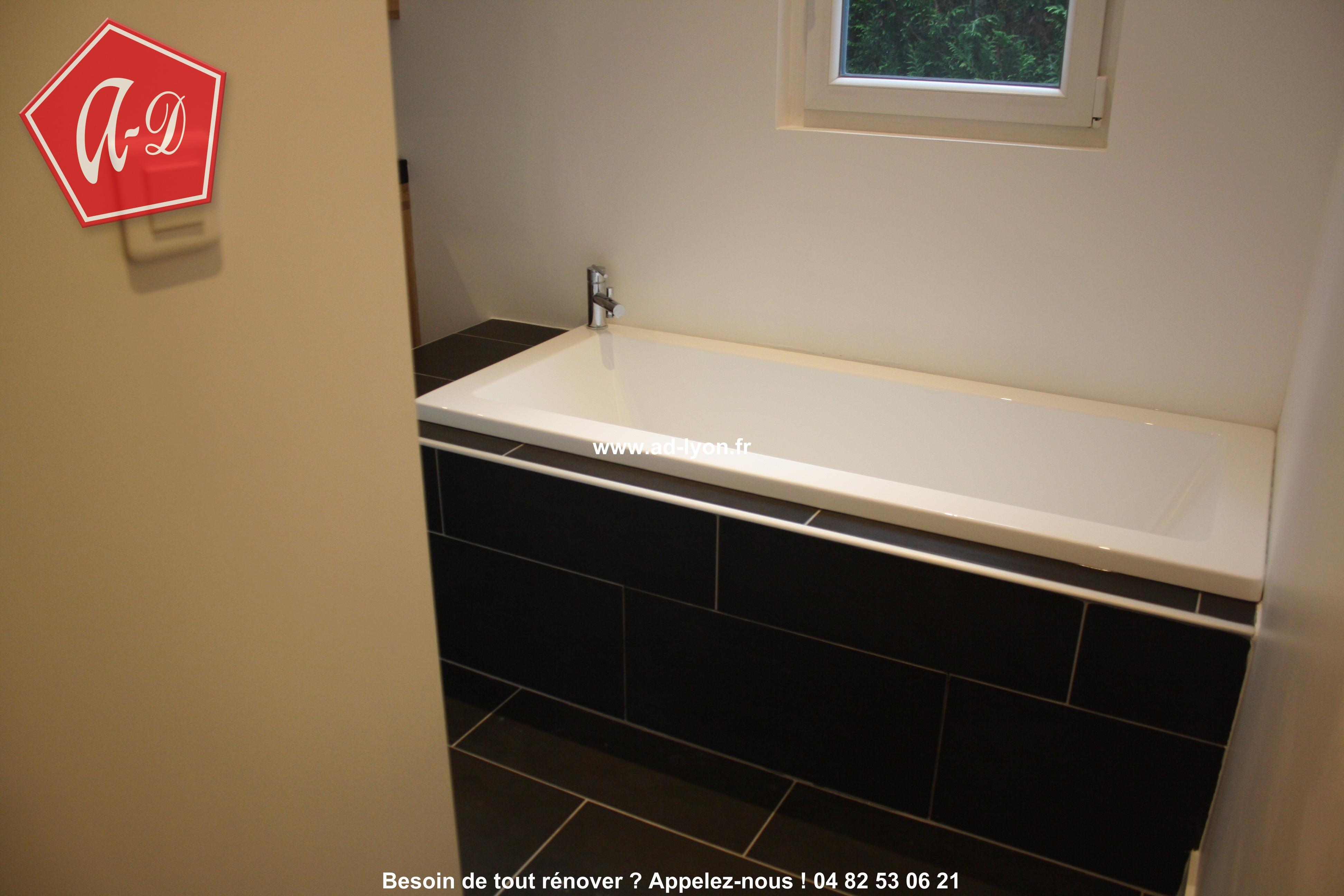 Superbe salle de bain italienne avec douche et baignoire dans la ...