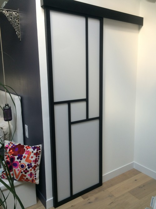 comment poser une porte coulissante en applique. Black Bedroom Furniture Sets. Home Design Ideas