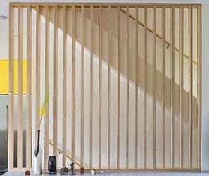 la cloison ajour e en bois vos mesures avec lames verticales. Black Bedroom Furniture Sets. Home Design Ideas