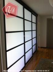 porte coulissante en applique avec un rail coulissant. Black Bedroom Furniture Sets. Home Design Ideas