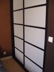 une cloison de s paration entre une chambre et le passage. Black Bedroom Furniture Sets. Home Design Ideas