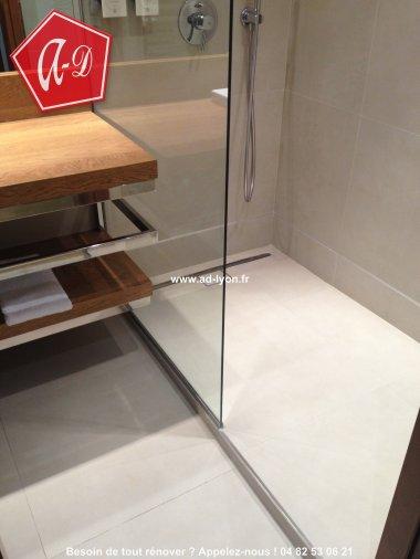 douche l 39 italienne c 39 est aussi une salle de bain de plain pied plus accessible. Black Bedroom Furniture Sets. Home Design Ideas