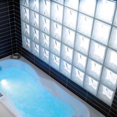 Salle de bains en pav s de verre gain de lumi re - Pave de verre salle de bain ...