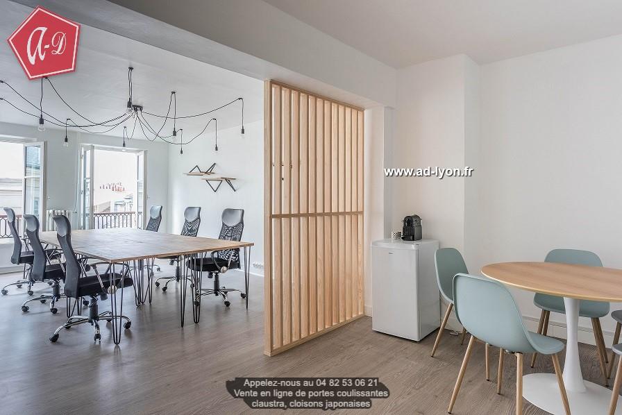 Claustra en bois pour aménager des bureaux parisiens